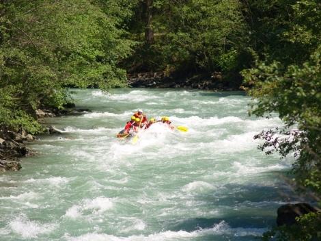 www.exploradoresoutdoors.com/pacuare-rafting.html