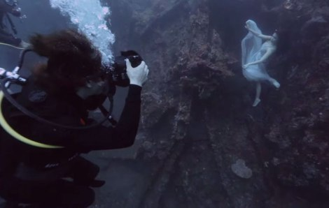 bali-shipwreck-divers-underwater-photoshoot-benjamin-von-wong-6