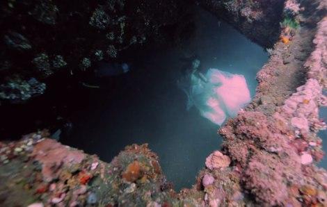 bali-shipwreck-divers-underwater-photoshoot-benjamin-von-wong-7