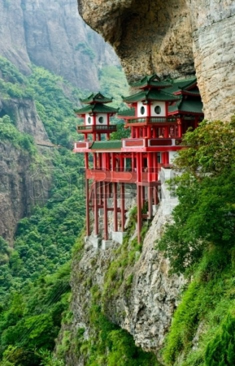temple mountainside-fujian-province- 123rf.com