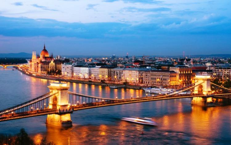 come-raggiungere-budapest-vienna-austria-ungheria-bus-pullman-treno-nave-e1387182661262