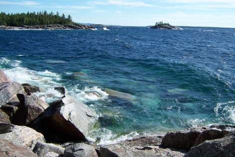 lake_superior_agawa_rock_in_ontario_canada3